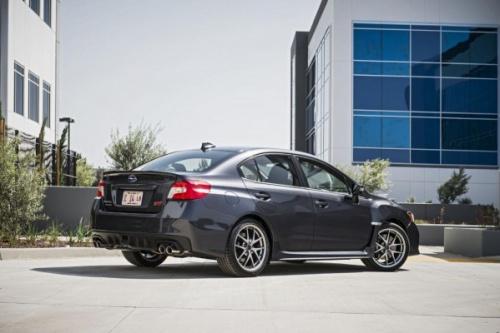 Subaru WRX e STI apresentam novidades na linha 2016
